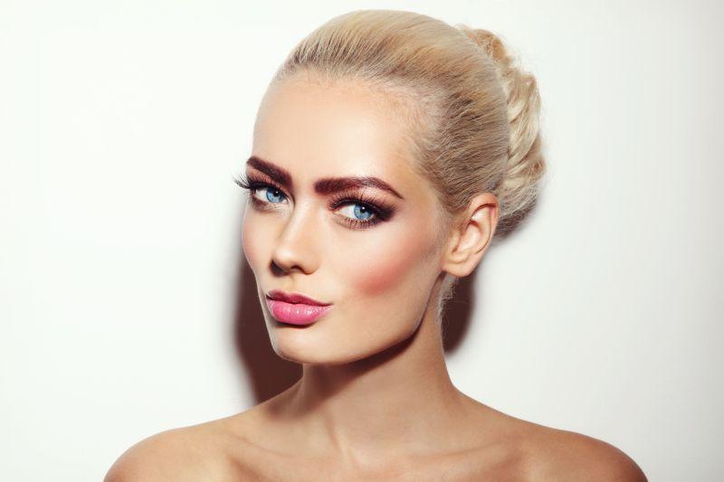Jemné odstíny růžové podtrhují ženskou stránku osobnosti.