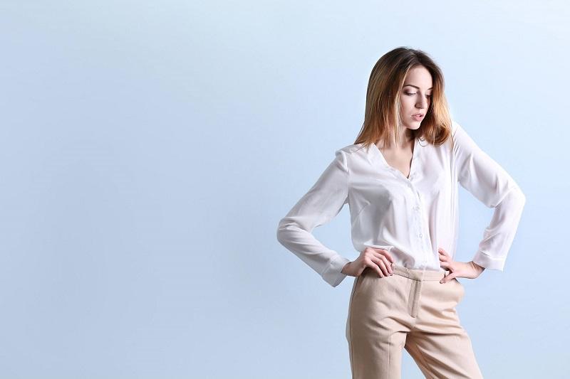 Bílá košile a doplňky