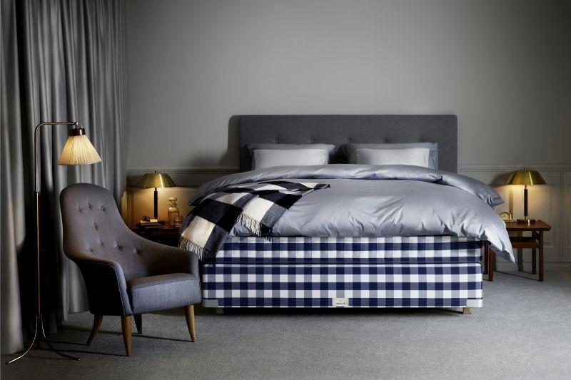 Kontinentální postel v ložnici